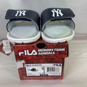 Fila Yankee Themed Cushion Adjustable Slides